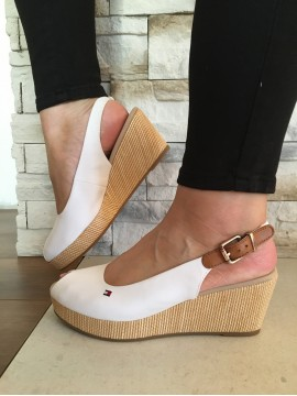 TOMMY HILFIGER WHITE WEDGE SANDAL